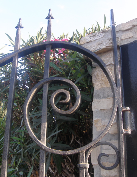 Gate_1